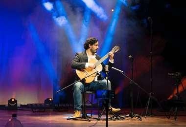 Vranjican es un virtuoso intérprete de guitarra, arreglista y compositor cruceño