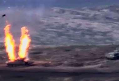 Un video muestra la destrucción de vehículos militares azerbaiyanos