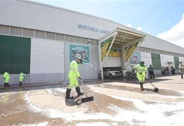 La limpieza de los mercados se la realiza cada tres meses: Foto: Alcaldía cruceña