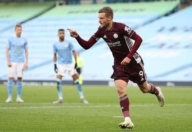 El festejo de Vardy que este domingo marcó tres goles. Foto: AFP