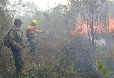 El trabajo de los bomberos no tiene descanso