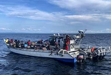 Los haitianos fueron rescatados por la Armada colombiana. Foto AFP