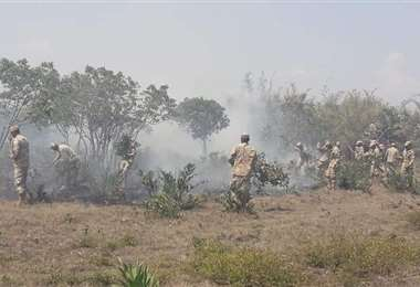 Foto referencial, la Armada es parte de las labores de mitigación del fuego
