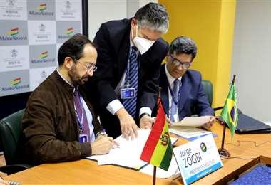 La firma del acuerdo bilateral se realizó este martes 29 de septiembre.