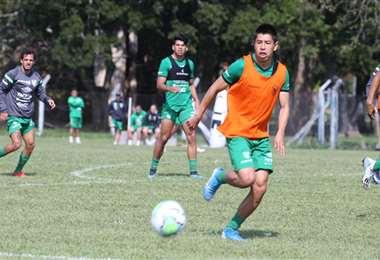 Wayar en plena práctica con la selección boliviana. Foto: Prensa FBF