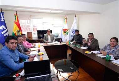 Una reunión del comité ejecutivo de la FBF cuando la presidía Salinas. Foto: internet