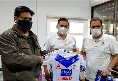 Antezana junto al viceministro de Deportes, Augusto Chávez. Foto: San José de Oruro