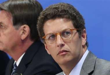El ministro Salles (dcha.) y Bolsonaro. Foto Internet