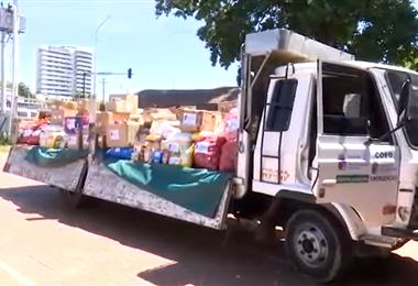 Los alimentos son enviados en vehículos de la Gobernación.