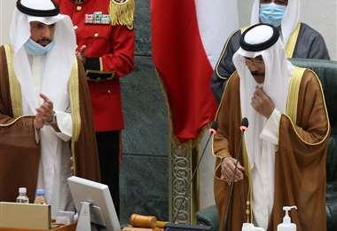 El nuevo emir de Kuwait habla luego de jurar en la Asamblea Nacional. Foto AFP