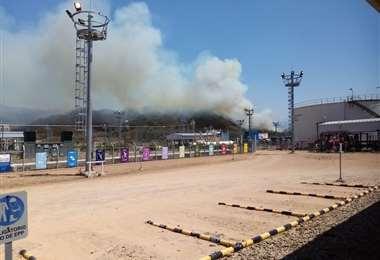 El fuego llegó cerca de las instalaciones de la planta de gas/Foto: YPFB