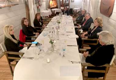 La canciller Longaric y otras autoridades se encuentran en Bruselas.