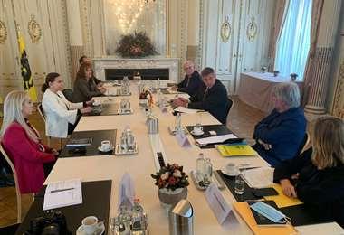 La delegación boliviana en reuniones en Bélgica.
