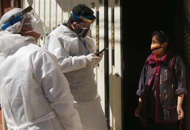 Hay 31.815 casos activos hasta este martes 29 en Bolivia. Foto: APG