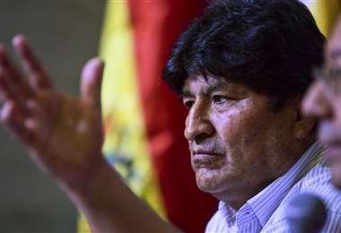 Morales está en calidad de refugiado en Argentina y no vive en Bolivia