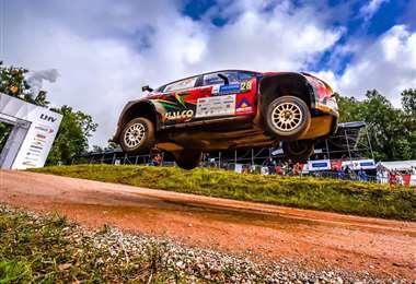 Espectacular salto del coche número 28 que conduce Marquito Bulacia. Foto: Prensa Marquito