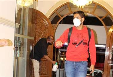 Osorio ingresando al hotel de concentración. Foto: Prensa Wilstermann