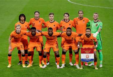 Este es el plantel de Holanda que derrotó este viernes a Polonia. Foto: AFP