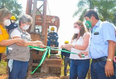 Autoridades del Gobierno inauguran las obras de perforación