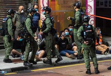 Varios de los jóvenes detenidos en la protesta. Foto AFP