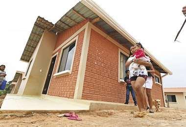 Podría haber recursos para obtener un terreno y construir una casa propia.