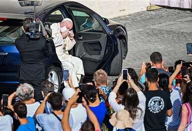 El Papa Francisco fue visto con mascarilla. Foto: AFP