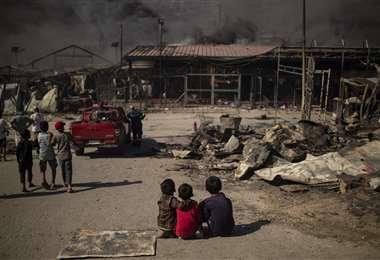 Incendio en el campo de Moira deja a 13.000 migrantes sin ayuda. Foto: AFP
