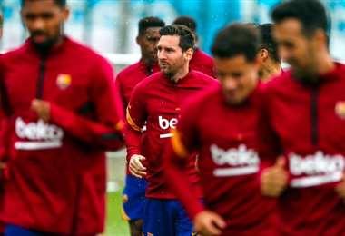 Messi entrena con sus compañeros