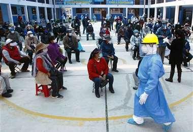 Perú prueba la vacuna china en voluntarios. Foto: AFP