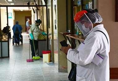 Covid-19 golpea al personal médico de La Paz. Foto: Internet