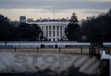 El Capitolio ahora luce un muro de metal /AFP