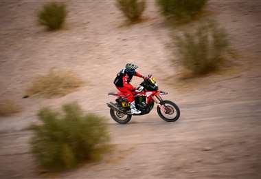 Kevin Benavides, piloto argentino que lidera el Darka en categoría motos. Foto: AFP