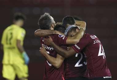 La celebración de los jugadores de Lanús que derrotaron a Vélez. Foto: AFP