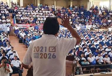 El domingo en un acto de masas, Morales no portaba su barbijo y sus interlocutores tampoco