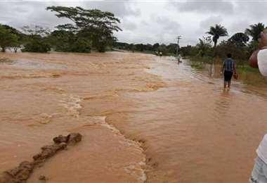 El nivel de amenaza hidrológica moviliza a las autoridades. Foto: ABI