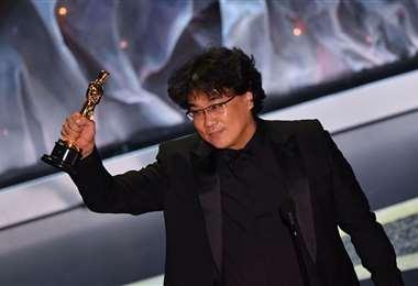 Bong Joon Ho con el Óscar a mejor drector en 2020