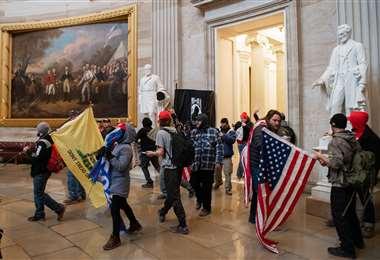 Una turba asaltó el Capitolio. Foto AFP