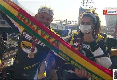Suany y Leonardo Martínez en el podio tras el final del Dakar 2021. Foto: DM