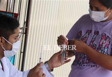 Las brigadas le hacen frente al virus en la Villa 1ro de Mayo. Fotos: Jorge Gutiérrez