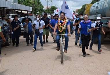 Mario Cronenbold en campaña en Pailón/Foto: Hubert Vaca