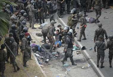 5.000 efectivos de las fuerzas del orden fueron desplegados para contener la caravana