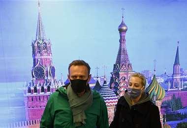 Navalni arribó hoy a Rusia y fue detenido