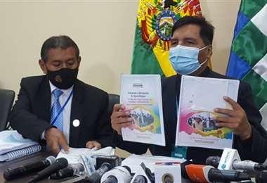 El ministro en conferencia de prensa I Educación.