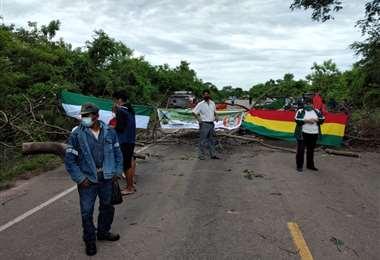 Trabajadores del Chaco bloquea carretera