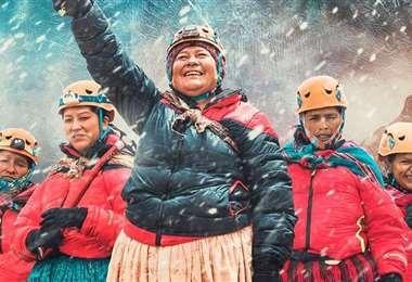 La valentía de cinco bolivianas no deja de sorprender al mundo entero