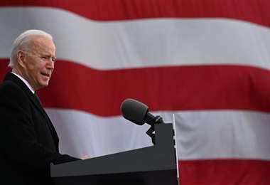 El nuevo mandatario emitió un discurso fuera del Capitolio