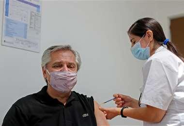El presidente de Argentina recibe la vacuna Sputnik V contra el Covid-19 | AFP