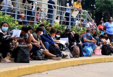 Las aglomeraciones son comunes en el día a día del Segip. Fotos: Harold Vaca