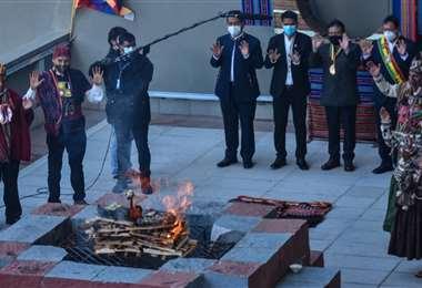 Las autoridades comenzaron los festejos con una ceremonia andina/ Foto: ABI