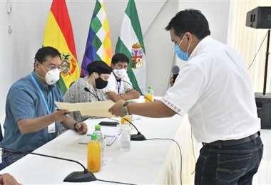 Arce, izquierda, recibió las demandas del sector productivo de Santa Cruz